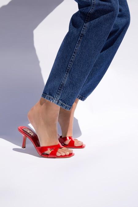 Este verano tus pies desprenderán estilo con una de estas sandalias de tacón por menos de 30 euros