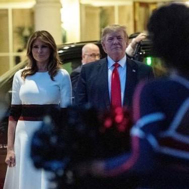 Melania Trump elige un vestido de punto blanco con detalle patriótico para celebrar la Super Bowl 2020