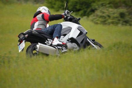 Honda Crossrunner y Miki en acción 6