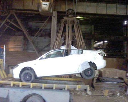 Mazda 3 achatarrado