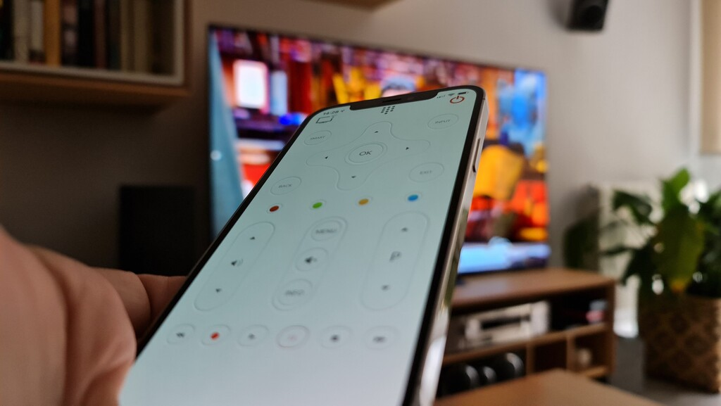 Tres aplicaciones para usar el iPhone o el iPad como mando a distancia de nuestro televisor