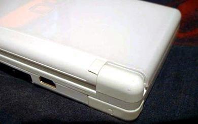 Nintendo repara gratis las NDS Lite con roturas en las bisagras