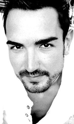 """En nuestro fondo de armario """"nunca debe faltar un buen tejano"""". Entrevistamos a Raúl, """"The Boy"""" de Bershka"""
