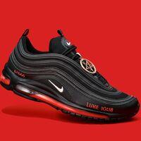 El último grito en zapatillas son unas Nike hechas con sangre humana. Para espanto de Nike
