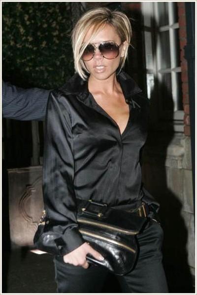 Victoria Beckham y su bolso de mano de Jimmy Choo