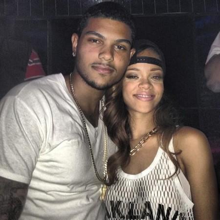 Mira tú qué muchachote se ha encontrado Rihanna...