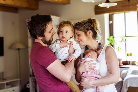 El 64 % de los padres españoles cree que las responsabilidades del cuidado del bebé se distribuyen equitativamente en la pareja