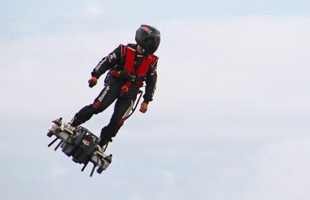 Reto conseguido: el inventor del Flyboard Air consigue cruzar el Canal de la Mancha en su segundo intento