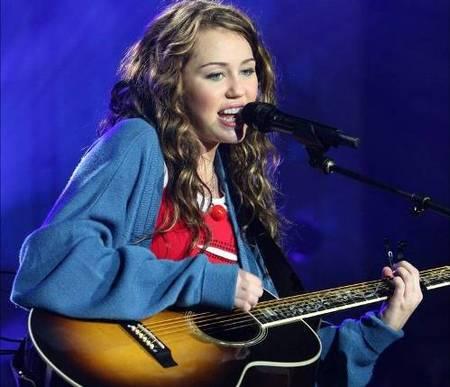 Miley Cyrus ahorra para sus padres