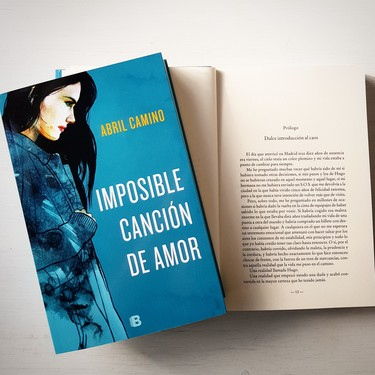 """""""El amor ha evolucionado en la teoría, pero aún poco en la práctica"""", una entrevista con la autora de novela romántica Abril Camino"""