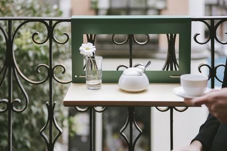 Manuela, la mini mesa perfecta para disfrutar de los balcones pequeños