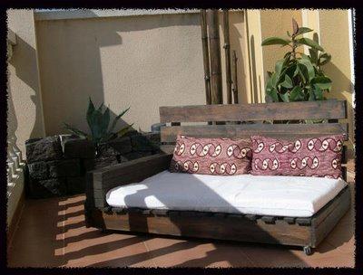 Sofá realizado con palés