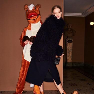 Podrían estar en la Puerta del Sol pero desfilan sobre la pasarela: Stella McCartney, Marni y Thom Browne disfrazan a sus modelos de animales