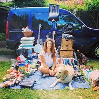 Transforma el interior de su camioneta para poder llevar a su perro alrededor del mundo