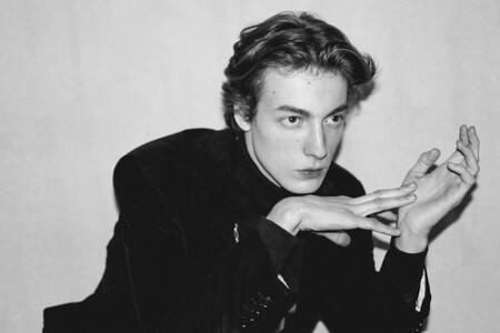 Rochas ficha como director creativo a Charles de Vilmorin, un joven de 24 años que acaba de graduarse y debutar en el mundo de la moda