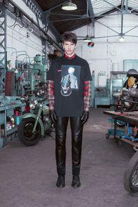 Givenchy prefall 2013: estética <em>biker</em> y guiños <em>grunge</em> bañados de mucho negro