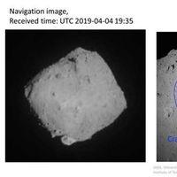 La sonda japonesa Hayabusa 2 ha disparado un proyectil para hacer un cráter en un asteroide