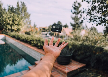 Ya podemos grabar todas nuestras aventuras del verano en cualquier parte con la cámara GoPro Hero9 que encontramos rebajada en Amazon hoy