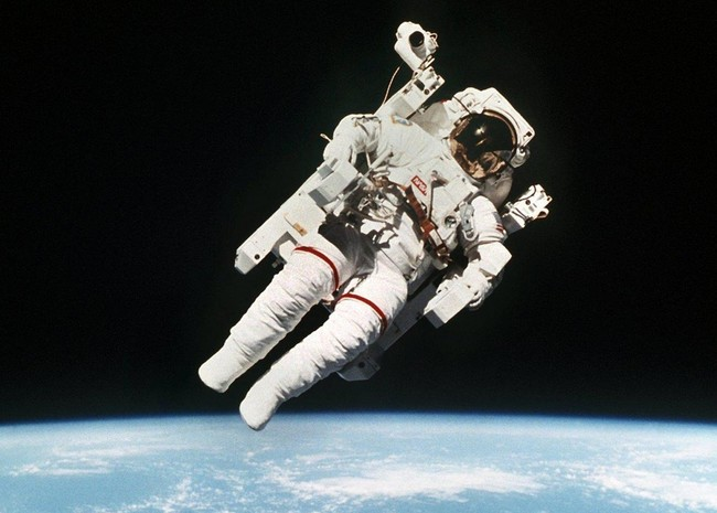 El nuevo traje de astronauta de la NASA viene con un 'baño integrado'