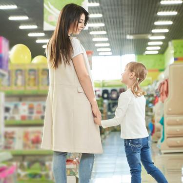 El truco viral de una madre para evitar que su hija le pida que le compre todos los juguetes que veían en tiendas