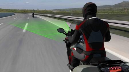 Las motos de BMW podrán equipar próximamente un control de crucero adaptativo con radar delantero