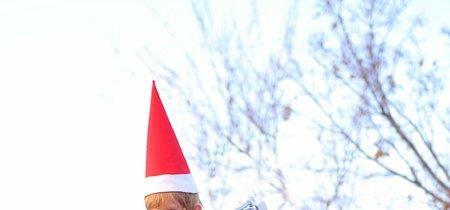 """Una padre de seis hijos recrea la tradición de """"Elf on the shelf"""" con su bebé de 15 meses, un año más"""