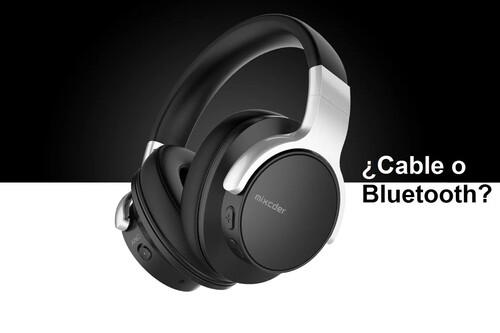 No son tus oídos, el mismo auricular puede sonar completamente diferente si usas Bluetooth o si lo conectas por cable