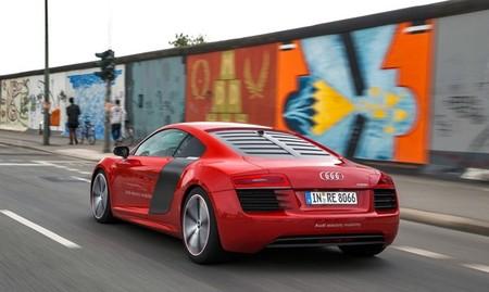 Audi R8 e-tron 2013 02