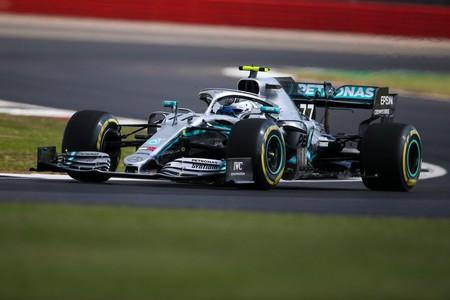 Valtteri Bottas le arrebata la pole position a Lewis Hamilton en Silverstone por solo seis milésimas