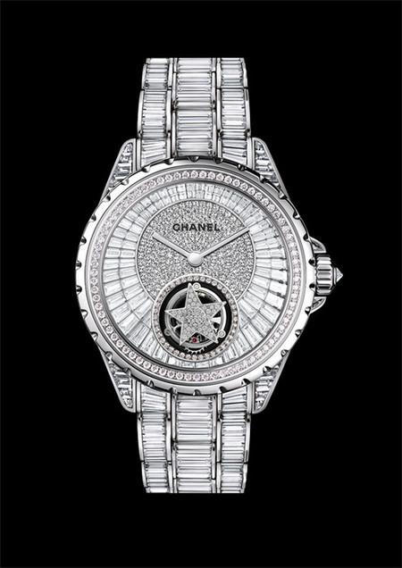 El reloj J12 de Chanel ahora en un Tourbillon Volant Comète cuajado de diamantes