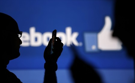 """Facebook cambió para """"mejorar nuestro bienestar"""", pero un estudio señala que está consiguiendo todo lo contrario"""