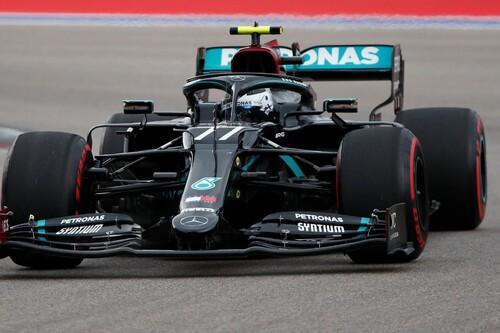 Valtteri Bottas aprovecha las penalizaciones de Lewis Hamilton para negarle el récord y ganar en Rusia