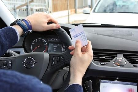 Una anciana lleva 54 años conduciendo sin carnet, y es el reflejo de una sociedad irresponsable al volante