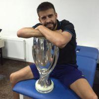 Milan Piqué ya levanta copas, como papá