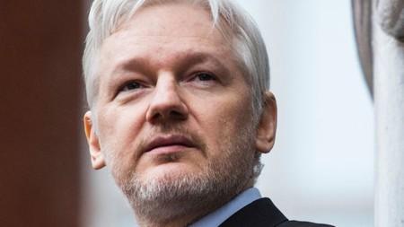 Julian Assange, fundador de WikiLeaks, arrestado en Londres y acusado de conspiración por los EE.UU. [Actualizada]