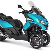 El Peugeot Metropolis se renueva: más tecnología y más conectividad para el mismo scooter de tres ruedas con carnet de coche