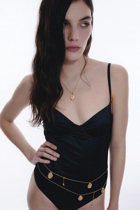 Zara Medalla Abecedario 03