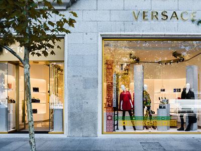 Después de una década, Versace vuelve a instalarse en Madrid