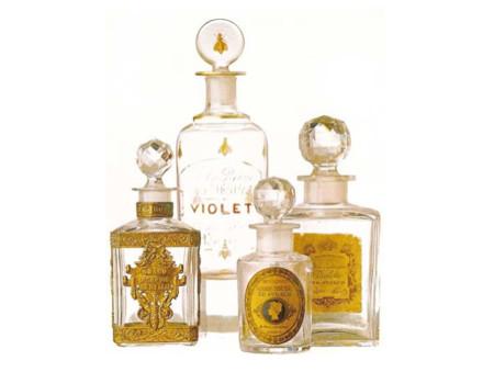 Utilizar perfume en verano hace que salgan manchas: ¿mito o realidad?