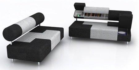 Un sofá con compartimentos para almacenaje