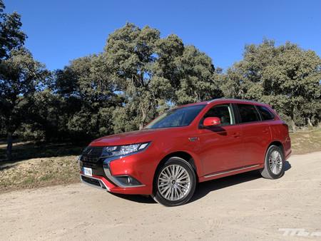 Probamos el Mitsubishi Outlander PHEV 2020: un SUV híbrido enchufable muy confortable, eficiente y con etiqueta CERO