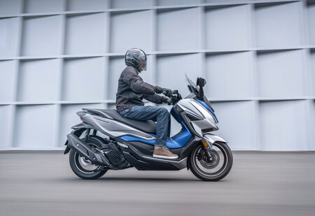 El Honda Forza 125 sin carnet se planta en el mercado con control de par de serie por 5.175 euros