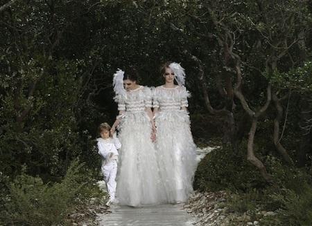 Chanel Alta Costura presentó ayer su colección Primavera-Verano 2013