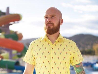 Ya necesites una camisa con estampado de loros o unas bermudas con osos, Brava Fabrics las tiene para ti