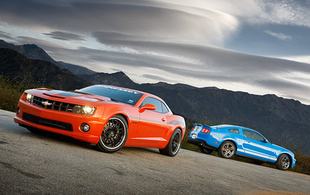 2010 Shelby Mustang GT500 vs Hennessey Performance HPE550 Camaro
