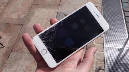 Los primeros test de caídas del iPhone 6 y 6 Plus apuntan en la misma dirección: por tu bien, compra una funda