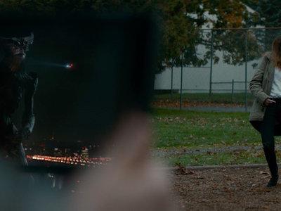 'Colossal', tráiler de lo nuevo de Nacho Vigalondo, con Anne Hathaway controlando a un kaiju