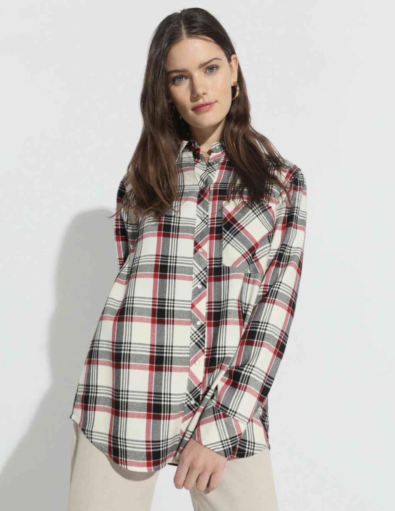 Camisa de mujer de cuadros con bolsillo frontal
