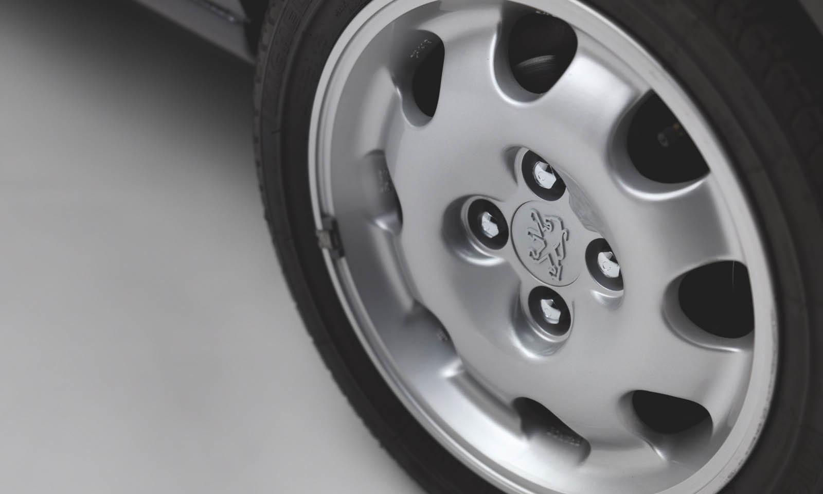 Foto de Peugeot 205 GTI 1.9 blindado ex Bernard Arnault (12/16)