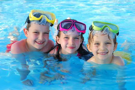 Niños-en-la-piscina